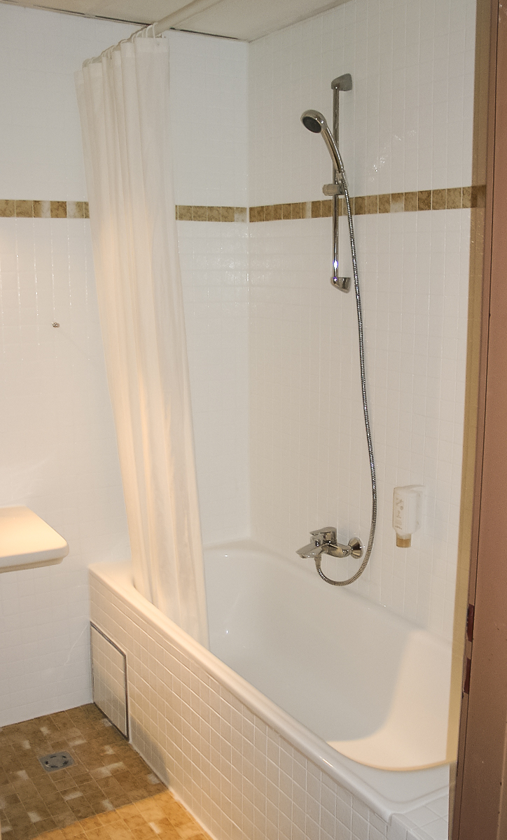fliesen beschichten ist besser als kleinkariertes beige im bad, Wohnzimmer dekoo